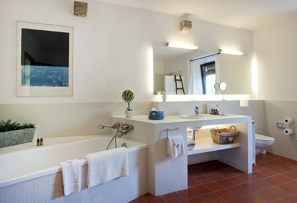 Spacious full bathroom, with separate bathtub and shower